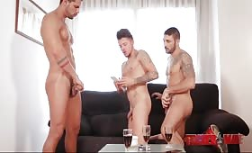 Тройка с възбудени гейове