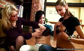 Три лесбийски тийнейджърки, перверзници