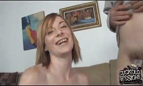 Секси блондинка и мъж рогоносец
