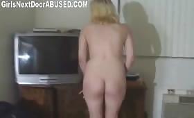 Руска девушка прави минет и мастурбира