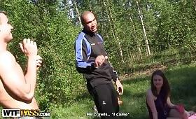 Руски тиин курви правят троика с черен хуи